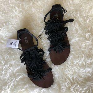 NWT Mossimo Maria Fringe Sandals